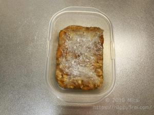 ミートソースを冷凍のためにラップに包む様2