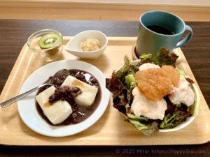 朝筋トレ前におすすめの切り餅とラカント小豆と鶏胸肉サラダ