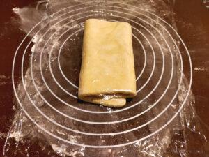 バター50%OFF低カロリーパイ生地作りバターを折り込む様子9