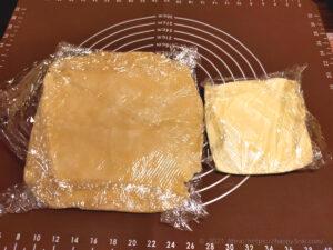 バター50%OFF低カロリーパイ生地作りバターを折り込む様子3