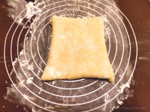 バター50%OFF低カロリーパイ生地作りバターを折り込む様子6