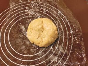 バター50%OFF低カロリーパイ生地作りバターを折り込む様子1