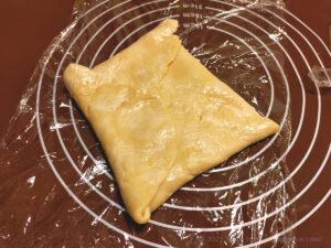 バター50%OFF低カロリーパイ生地作りバターを折り込む様子5