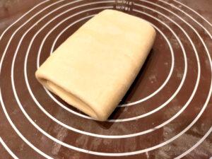 バター50%OFF低カロリーパイ生地作りバターを折り込む様子11